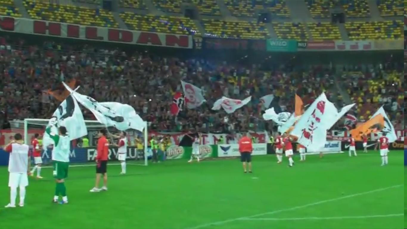 Dinamo - Pandurii - Final de meci cu jucatorii in fata peluzei