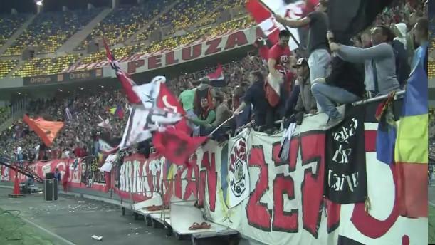 Dinamo - Rapid - 22.10.2012 - Cine sare este caine