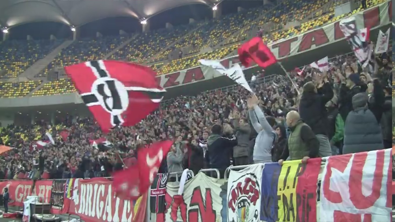 Dinamo - Vaslui - 10.11.2012 - Atmosfera din peluza - 1