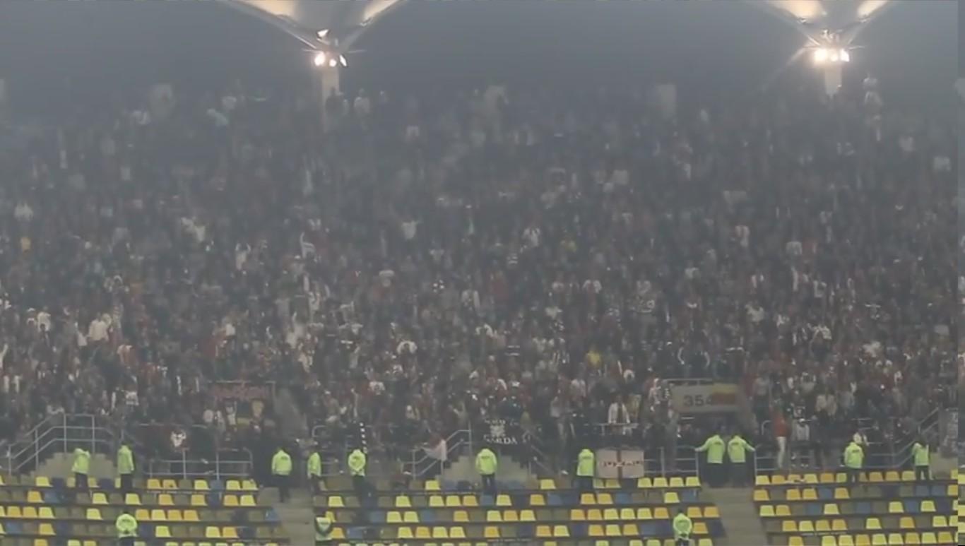 Steaua - Dinamo - 04.11.2012 Cine sare este caine